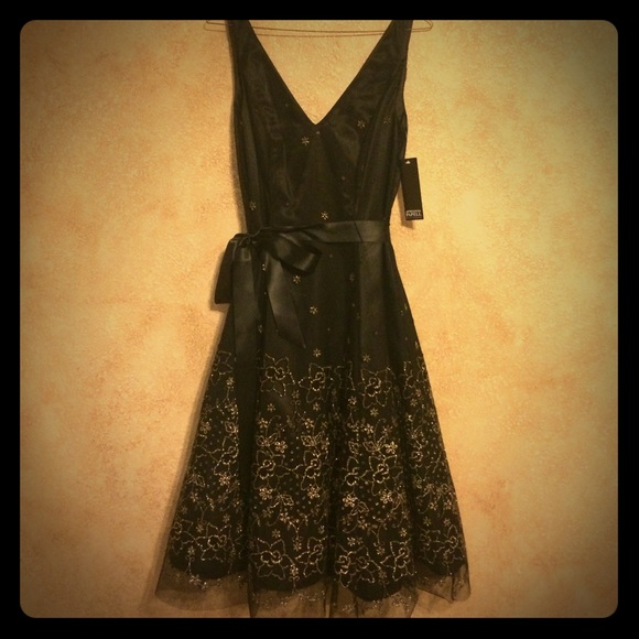 Adrianna Papell Dresses & Skirts - Adrianna Papell black tulle & gold glitter dress
